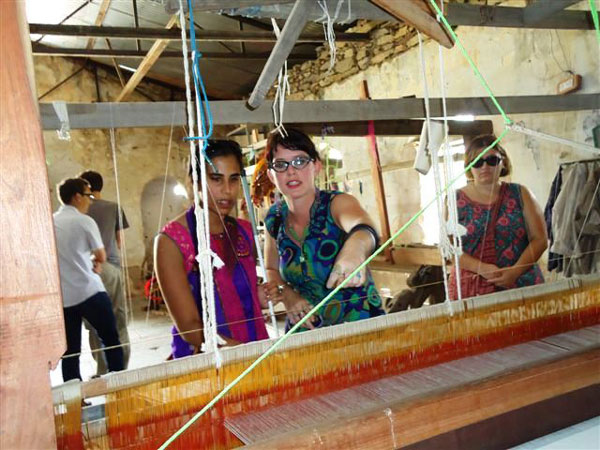 Hindi students learning about  hand loom